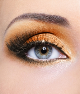 hazel eyes look pretty with peachy eye shadow