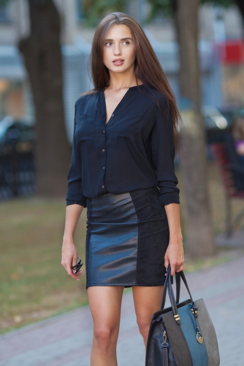 Woman wearing a midi skirt